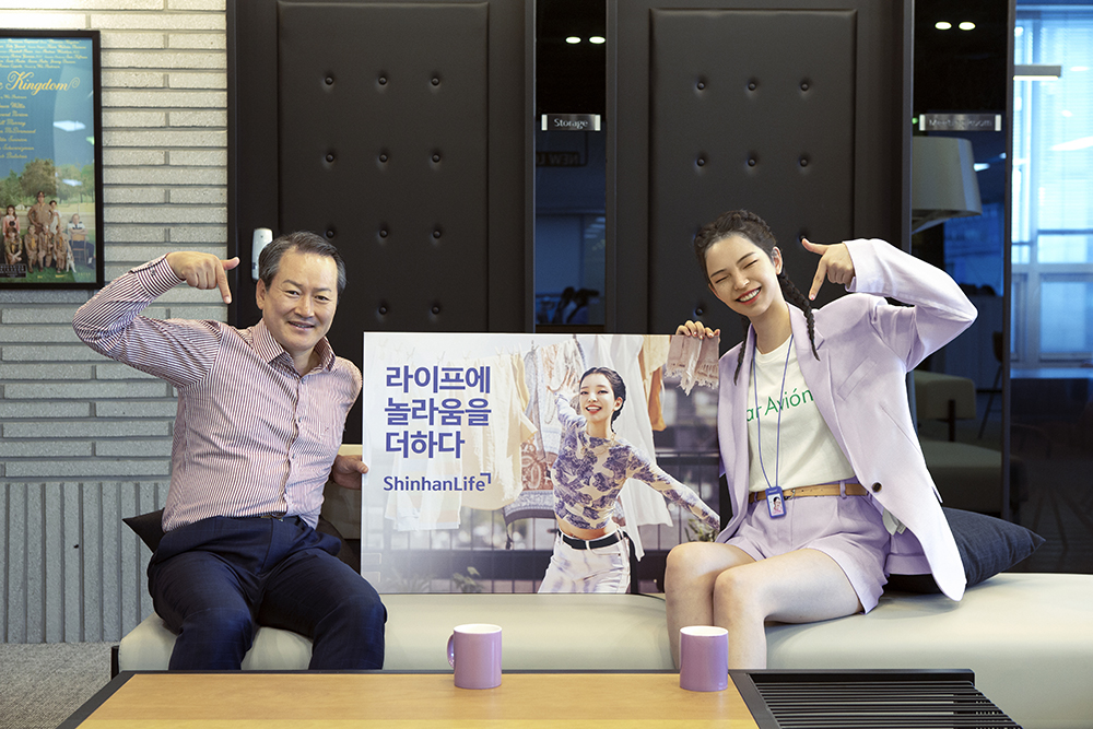 Korea's first virtual influencer, ROZY, makes a surprise debut as a TV commercial model for Shinhanlife